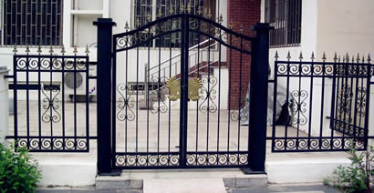 Black ornamental fence swing fence gate with double leaves