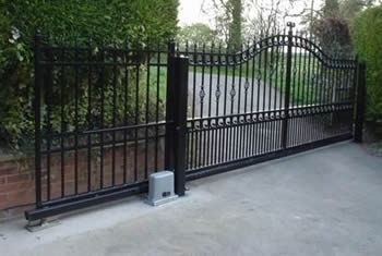 Black ornamental fence sliding fence gate with waved top